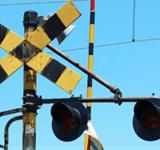 車と電車・列車が踏切事故で接触! 損害賠償の額と責任は?