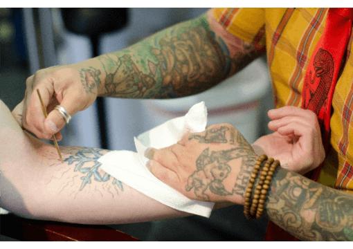 刺青やタトゥーを入れる
